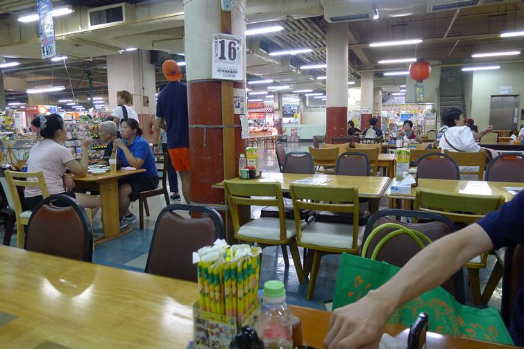 次郎坊 店内 マキシ市場食堂